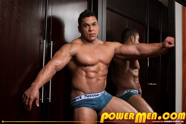 Muscle Man Pablo Blades solo Jerk off Download Full Stud Gay Porn Movies Here