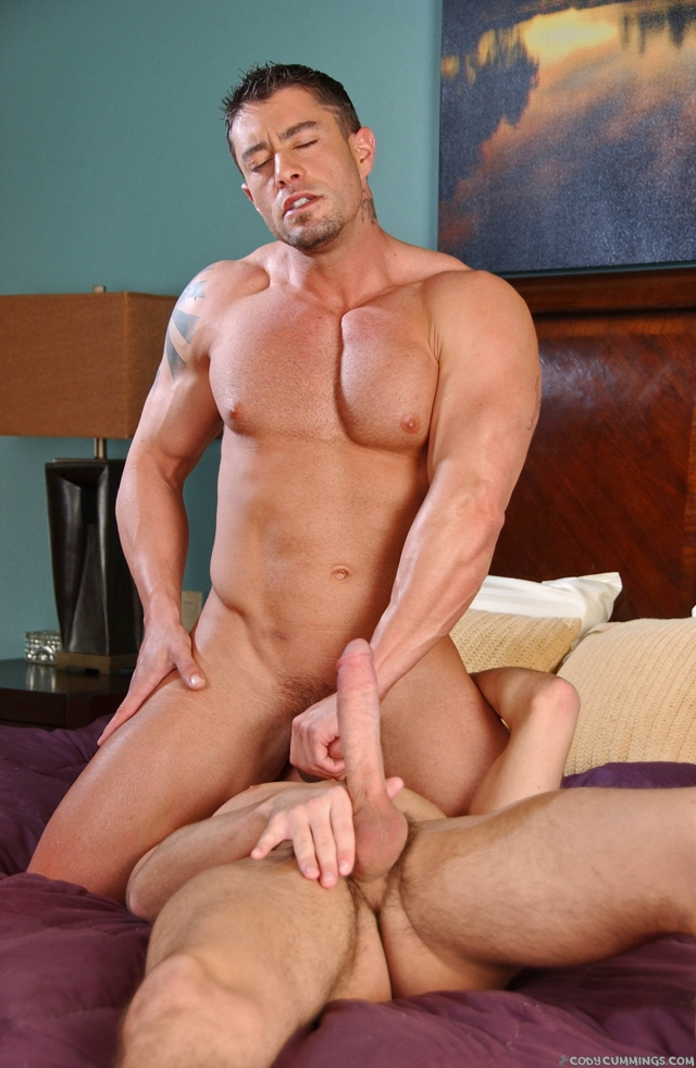 Hunter-Page-and-Cody-Cummings-Cody-Cummings-Gay-Porn-Star-ripped-muscle-stud-American-porn-star-07-gay-porn-pics-photo