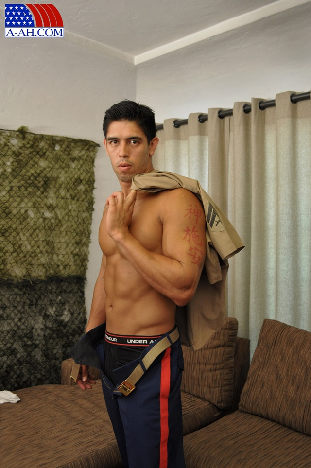 Corporal-Archer-All-American-Heroes-stiff-cock-tanned-muscles-soldier-jerk-off-002-male-tube-red-tube-gallery-photo