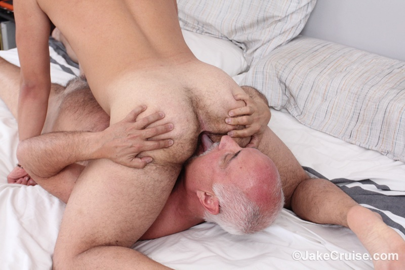 JakeCruise-young-sexy-naked-dude-David-Plaza-kiss-Jake-Cruise-huge-dick-older-man-younger-guy-smooth-asshole-cocksucker-anal-rimming-016-gay-porn-sex-gallery-pics-video-photo