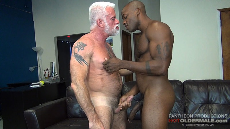 hotoldermale-sexy-black-naked-muscle-stud-osiris-blade-11-inch-ebony-dick-breeds-older-daddy-jake-marshall-mature-asshole-001-gay-porn-sex-gallery-pics-video-photo
